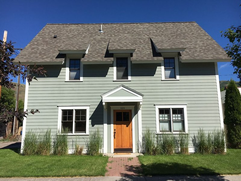 Cute Downtown Apartment, Walk to University, Shops & More!, holiday rental in Missoula