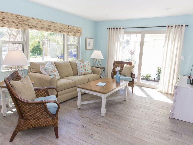 Super Cute, Super Clean Large One Bedroom - Fully Remodeled!, holiday rental in Siesta Key