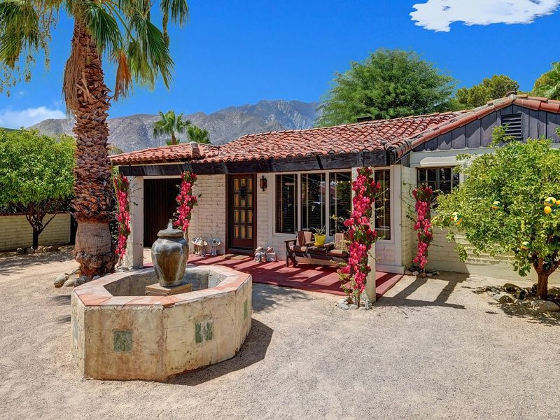 Designer Spanish Oasis Home - Featured in PALM SPRINGS LIVING Book – semesterbostad i Palm Springs