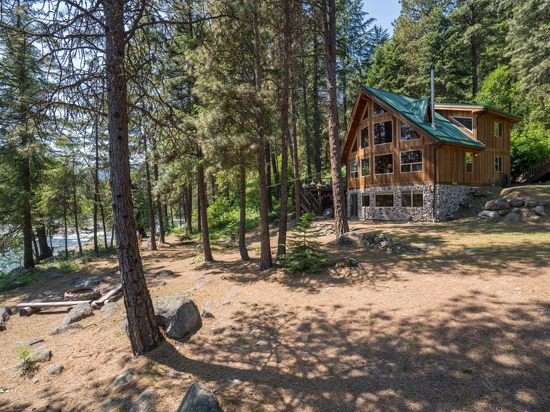 Beautiful Riverfront Home-Quiet and Private-Leavenworth-Family Friendly-WI-FI, vacation rental in Leavenworth