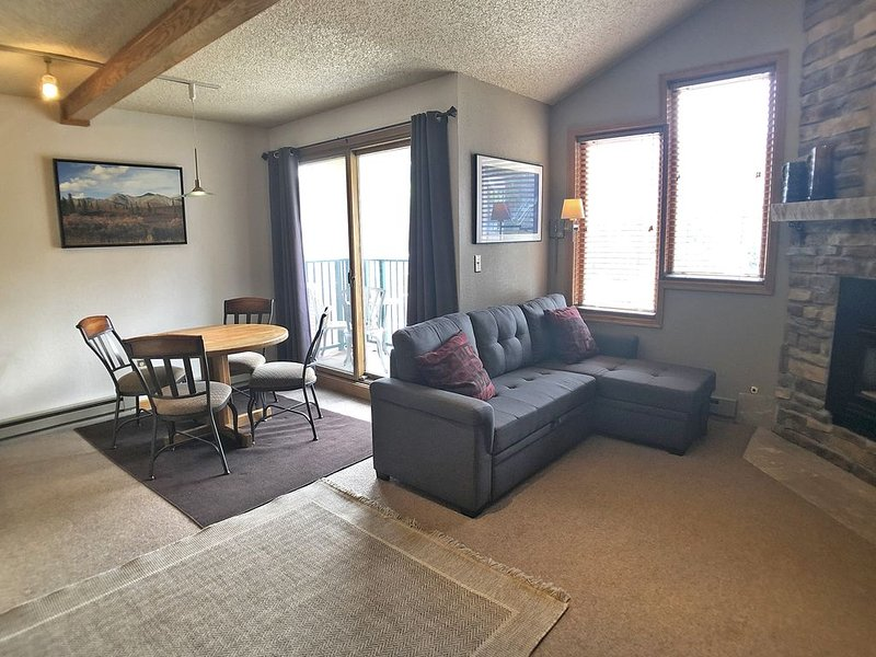Penthouse Sport Studio - Ski-In/out - Fireplace - Balcony - Iron Horse Resort, vacation rental in Winter Park