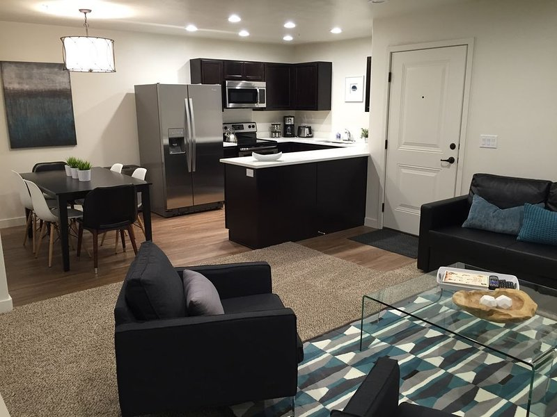 New! Redcliff Condo - Modern, Comfortable, Family Friendly and Close to Arches, holiday rental in Moab