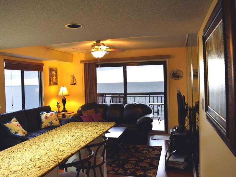 Beautiful/Modern Corner Penthouse 1 BR Oceanfront w/Panoramic View *Best Review*, holiday rental in North Myrtle Beach