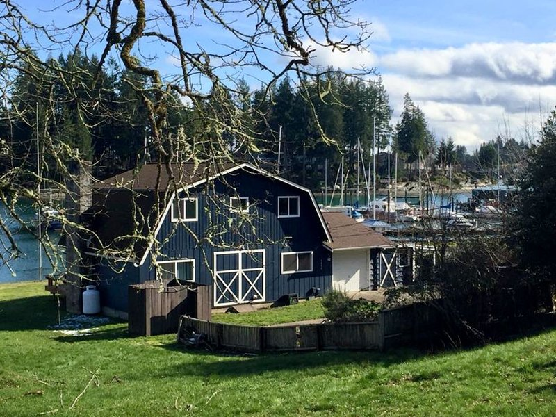 Puget Sound Low Bank Waterfront, Case Inlet in Allyn WA. Kayaks provided!, holiday rental in Lakebay