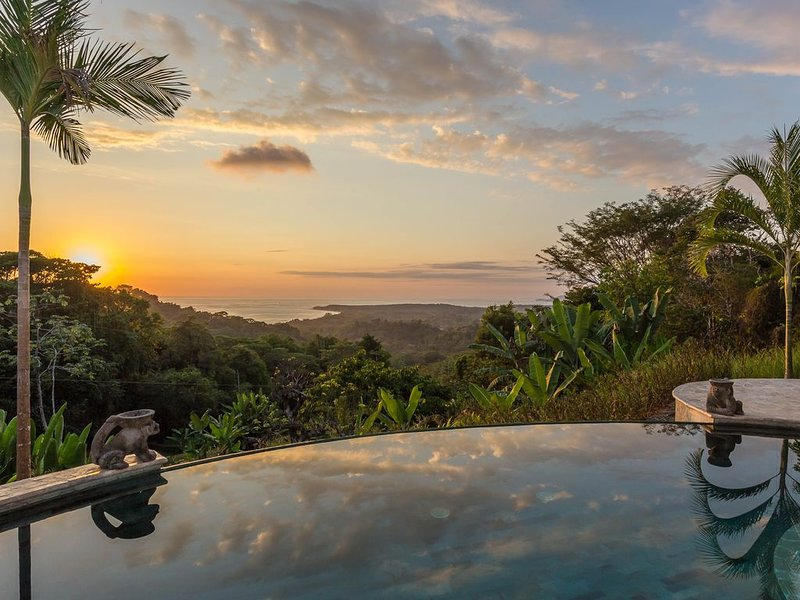 Pool & solnedgång