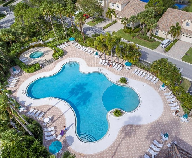 Luxury - Large 4 BR - PGA Village -Remodeled - Heated Pool - Hot Tub, casa vacanza a Port Saint Lucie