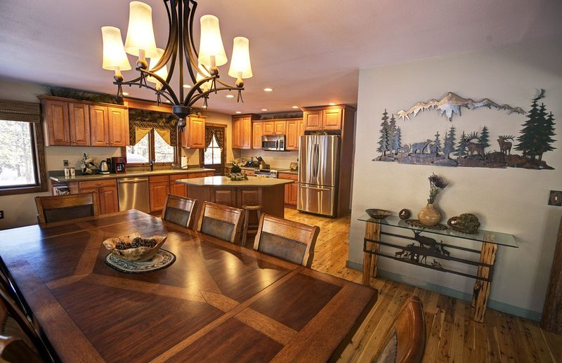 NEW LISTING**Estes Park Mountain Forest Home WITH HOT TUB, holiday rental in Estes Park