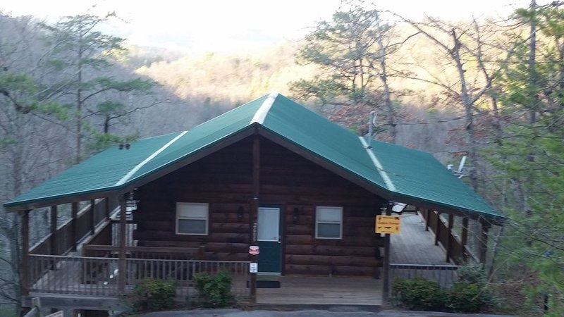 Amazing Mountain Views Log Cabin Minutes to Pigeon Forge - Can Sleep Up to 6, holiday rental in Wears Valley