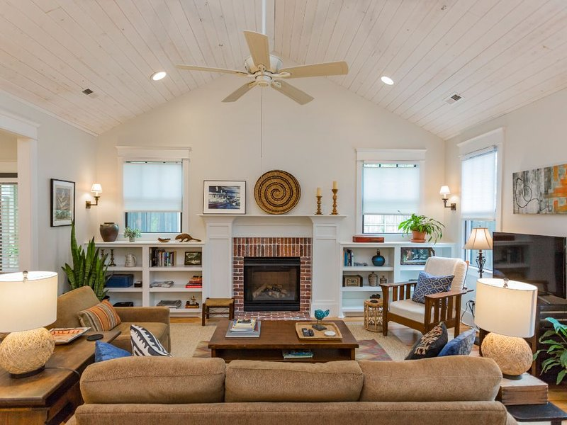 12 South luxury guest cottage offers comfort and a great location! – semesterbostad i Brentwood