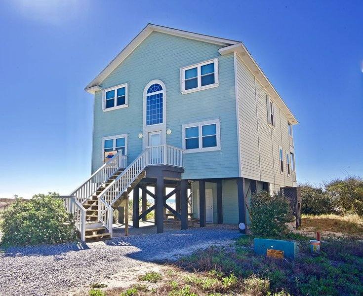 'Kat's Meow' AMAZING Beach Front House w/ Pool - Sleeps up to 18 - LOW RATES!, alquiler de vacaciones en Gulf Shores
