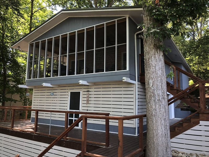Welcome to Relaxing Driftwood Lake Cottage on Ft. Loudon Lake, holiday rental in Vonore
