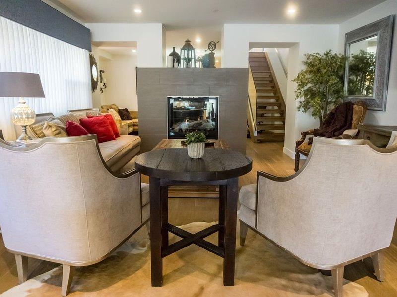 NEW Upscale & Year-Round 3117 Sq ft., Balboa Peninsula Home, vacation rental in Newport Beach