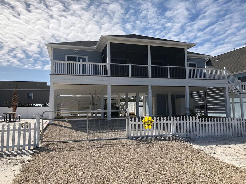 SUNNY PAWS - Pet Friendly, Walking Distance from beach, fenced yard, alquiler de vacaciones en Cape San Blas