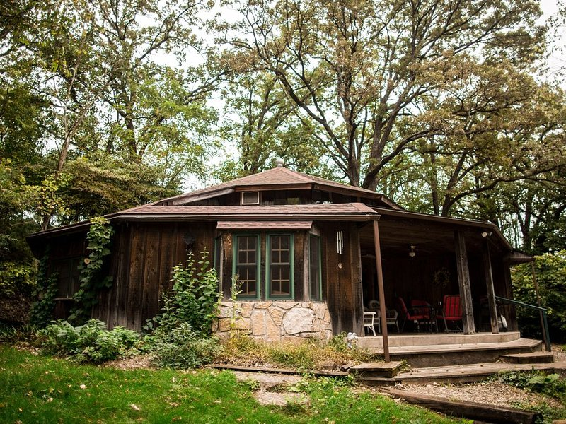 A Rustic Getaway Located In The Twin Springs Valley, vacation rental in Iowa