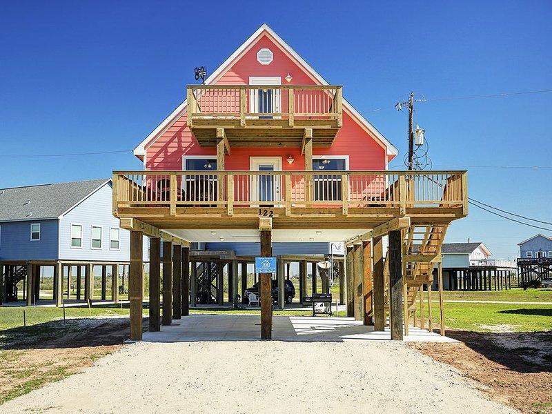 Beautiful Beach House w/ Views of Ocean. Hi-spd Internet. Golf cart. EV charging, alquiler vacacional en Surfside Beach