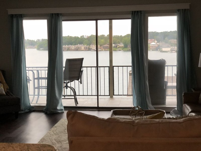 Luxury Condo at The Landing & Steps From the Pool!, holiday rental in Lake Hamilton