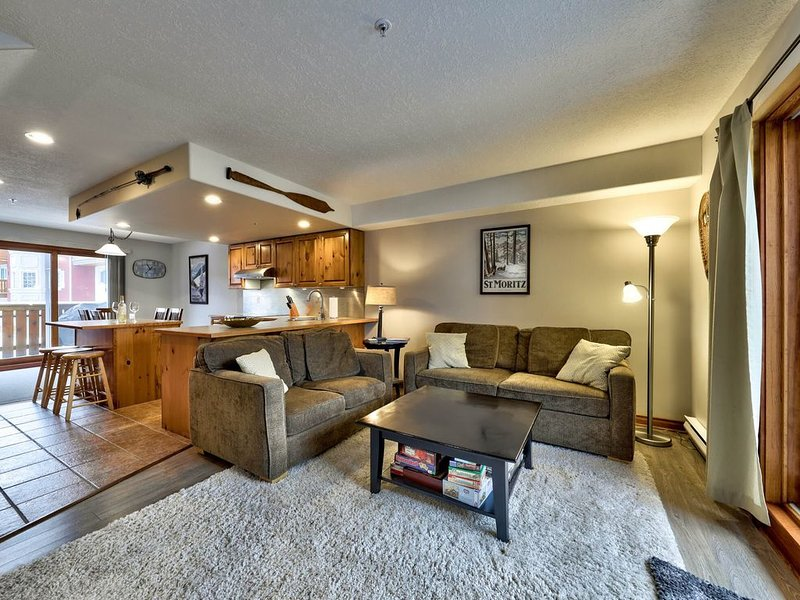 Prime Location Ski-in/Village Ski-out 3BR, 2BA, Timberline Village, Hot Tub – semesterbostad i Sun Peaks