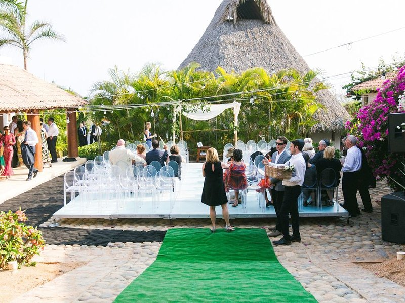 Wedding At Home On The Rocks