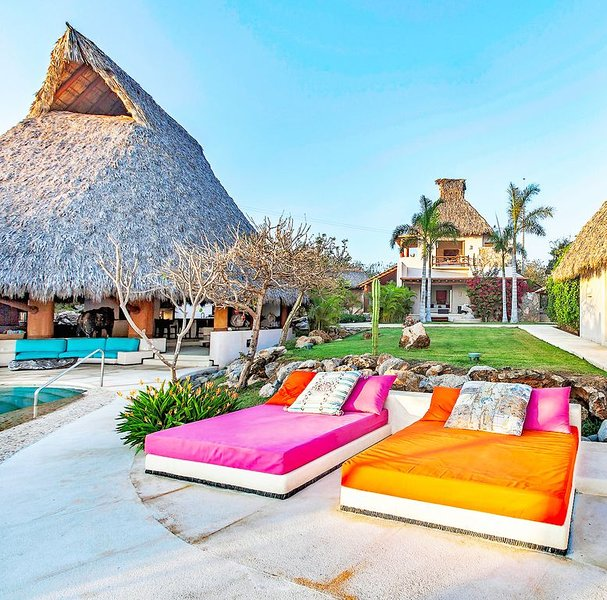 Luxury Exotic Mexican Estate | 7 Bedrooms | Large Pool | Palapa | Secluded Beach, holiday rental in Troncones