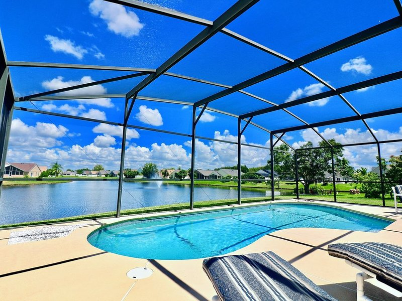 Disney Location with Secluded Pool and King Sized 4-Poster Bed, vacation rental in Saint Cloud