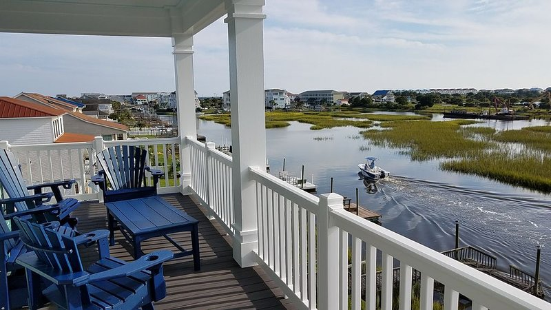 Waterfront with Dock,Free Golf Cart***, Pool,Elevator,Linens,Spectacular Sunsets, vacation rental in Ocean Isle Beach