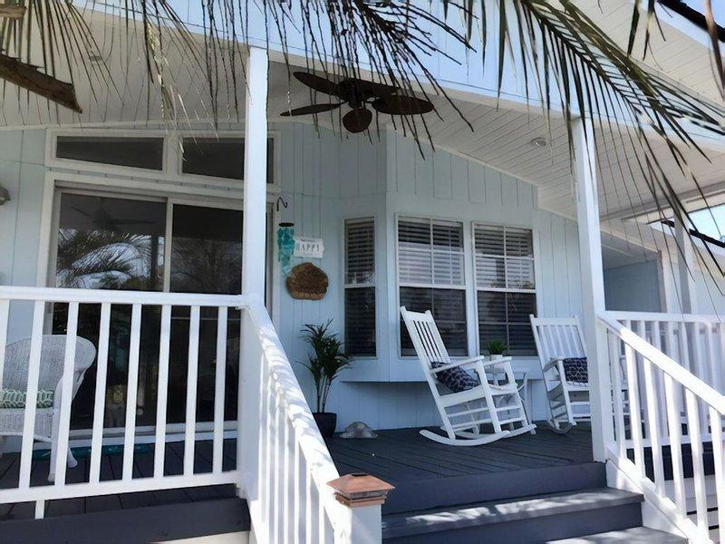 ~~~ Fabulous Beach Bungalow with Golf Cart ~ Visit the Sea Breeze! ~~~, location de vacances à Garden City Beach