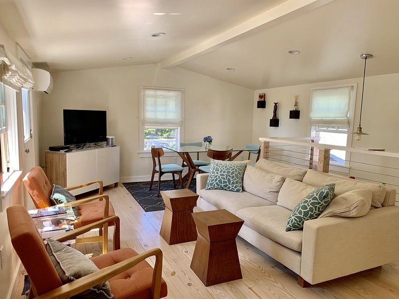 LUXURY PRIVATE OASIS!. 2BD/2BA East End Steps 2 Beach On Commercial St. Parking!, vacation rental in Provincetown