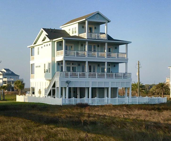 Ocean's Edge  - Ocean Front Custom Home in Pointe West, Galveston, holiday rental in Jamaica Beach