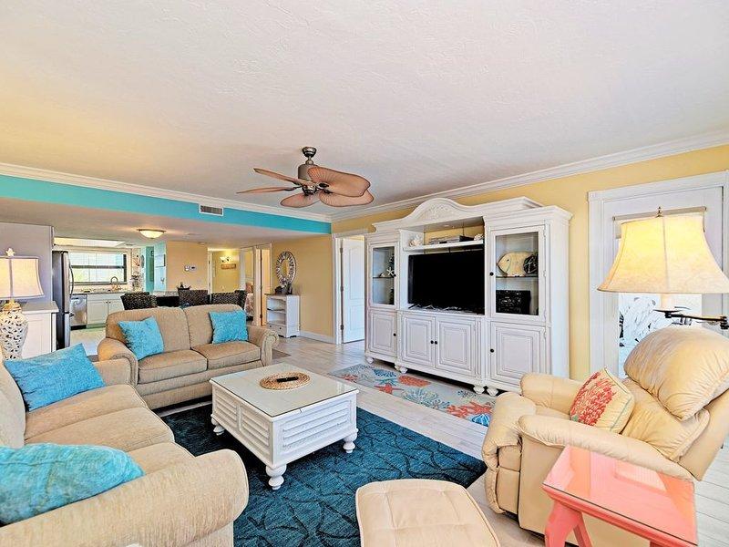 On beach,Beach View, 2019 remodel, beautiful condo, holiday rental in Sarasota