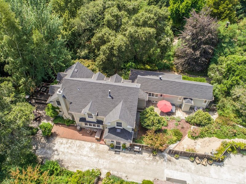 5 Suites, 10 Acres, Hot Tub, Chef's Kitchen, Large Deck, Spacious Farm House!, vacation rental in Morgan Hill