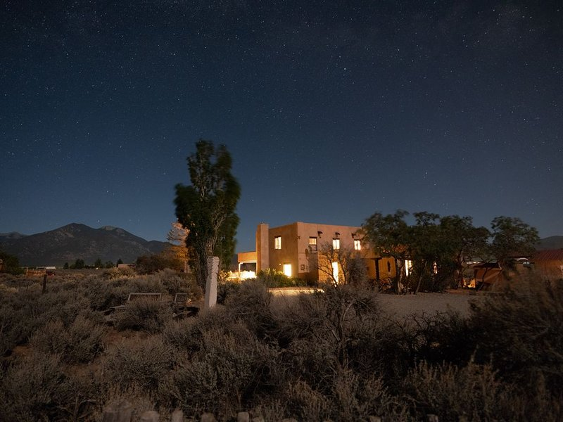 Your Own Art Gallery with 360 Degree Views!, holiday rental in Taos