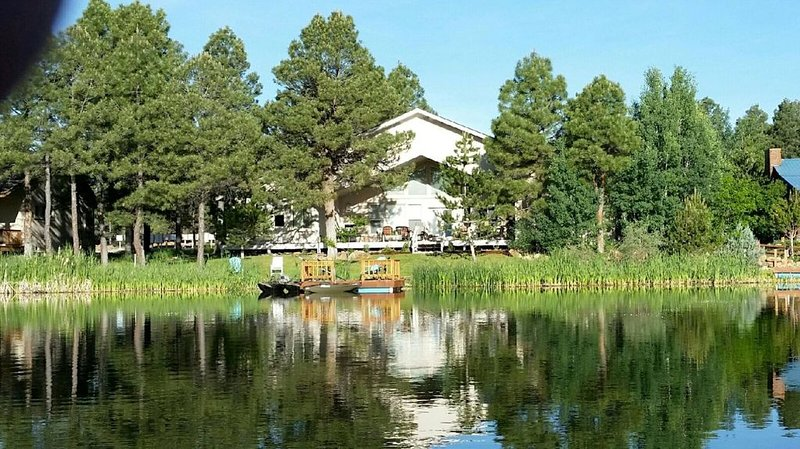 Luxury LAKE FRONT HOME on Village Lake save $$$ Feb 22-28, holiday rental in Pagosa Springs
