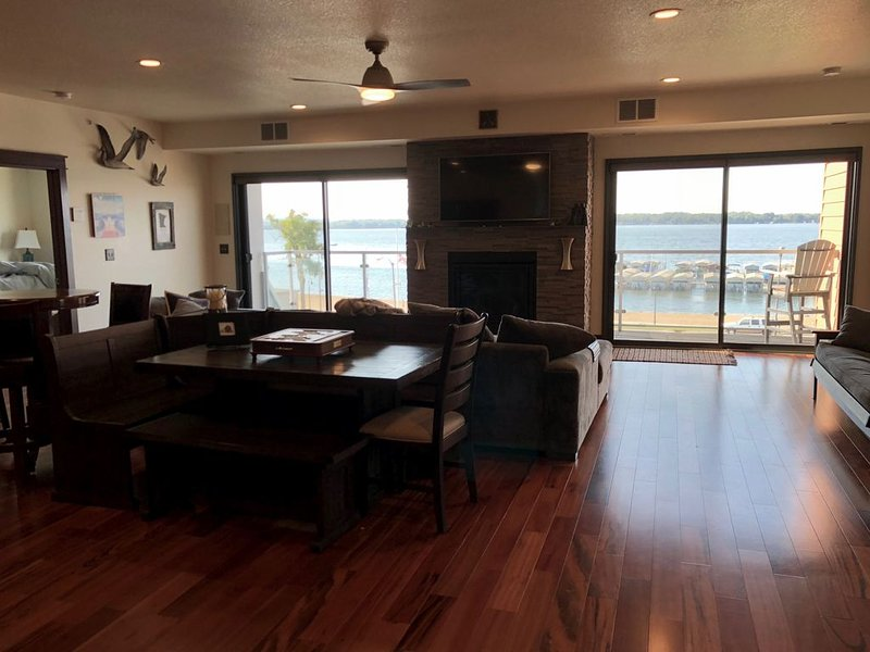 Stunning Luxury Condo in the heart of Detroit Lakes!, alquiler vacacional en Detroit Lakes
