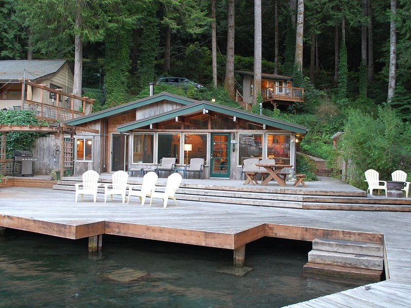 Cozy Lakefront Cabin with Bonus 'Tree House' - A Place to Unwind, vacation rental in Joyce
