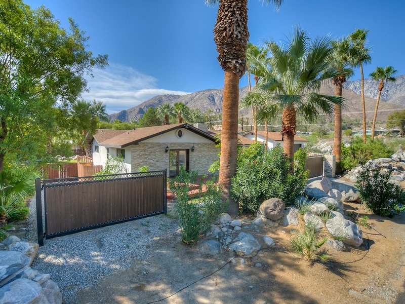 Private Luxury Estate in Little Tuscany!!, holiday rental in Palm Springs