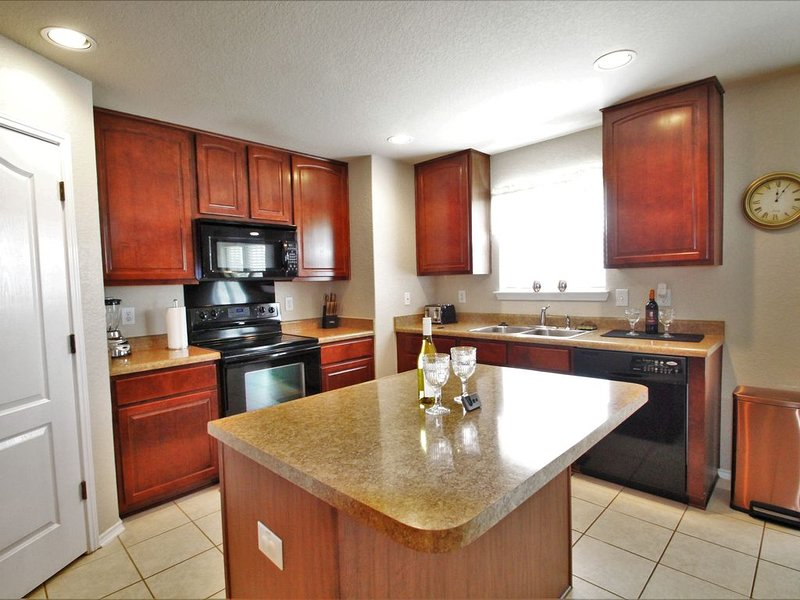 27 Mar-3 Apr $225 Manager Special **Oversized**Home Near LACKLAND/SEA WORLD, vacation rental in San Antonio