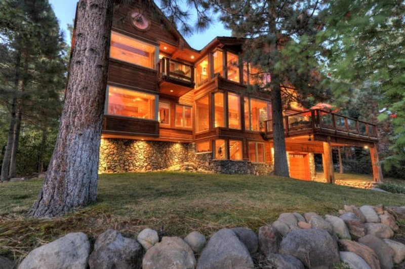 *Luxury Home in Prestigious Dollar Point!!, alquiler de vacaciones en Tahoe City