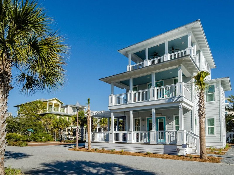 Beach House in Seacrest Beach. Steps to beach and pool. Near Rosemary Beach, holiday rental in Seacrest Beach