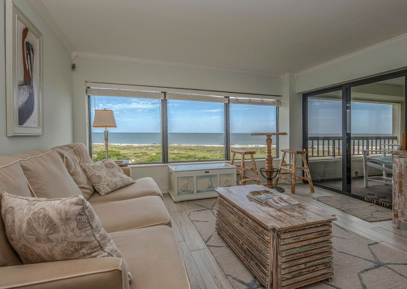 Beautiful Oceanfront Condo With Breathtaking Beach Views, aluguéis de temporada em Fernandina Beach