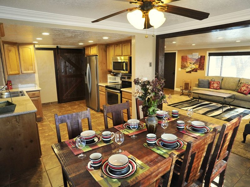 CLASSY, CLEAN & COMFORTABLE- CLOSE TO DOWNTOWN, vacation rental in Kanab