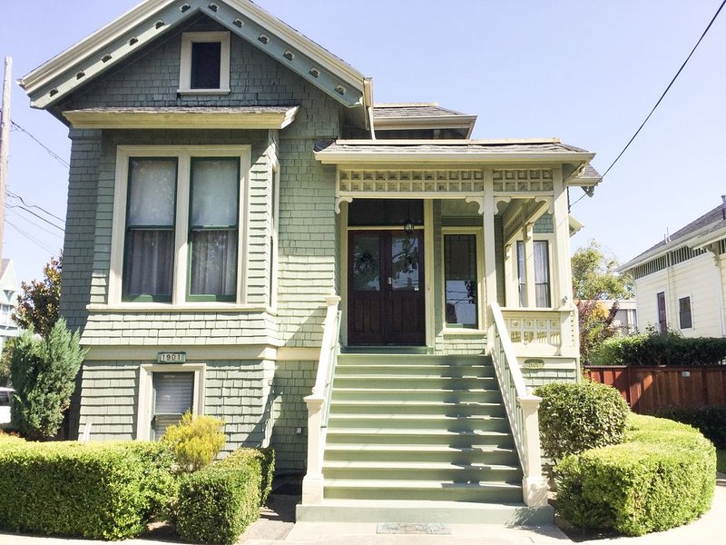 Beautiful Victorian- In the heart of Alameda. Minutes from San Francisco, vacation rental in Alameda