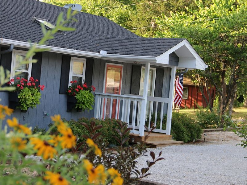 Twin Pines Shanty, Pet Friendly. Sleeps 6. Lakeview. Free Wifi, vacation rental in Eagle Rock