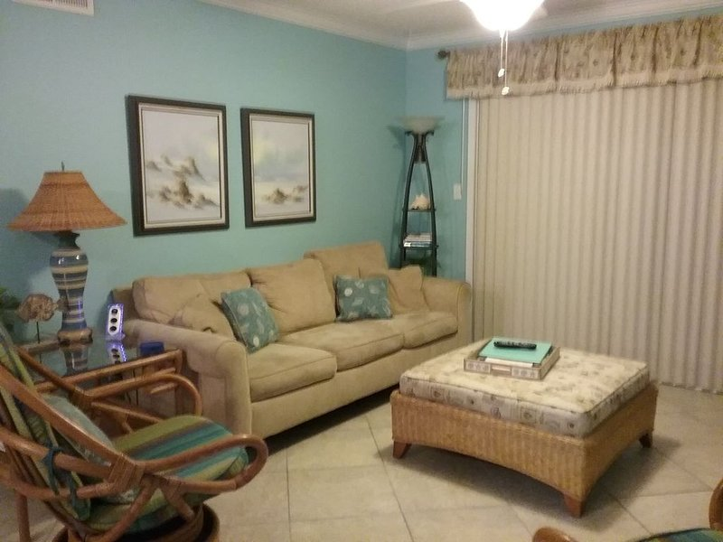 CLEAN and NEWLY Renovated!  Relaxed and Fun Decor.  2B/2B with W/D, holiday rental in Pensacola Beach