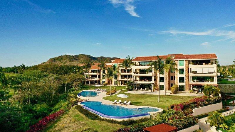 Luxury Ocean View Condo with Golf Cart & Cook - Premier Membership included!, location de vacances à Punta de Mita