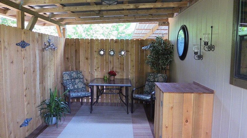 Newly Renovated, Country Cottage One Mile From The Wimberley Square., holiday rental in Wimberley