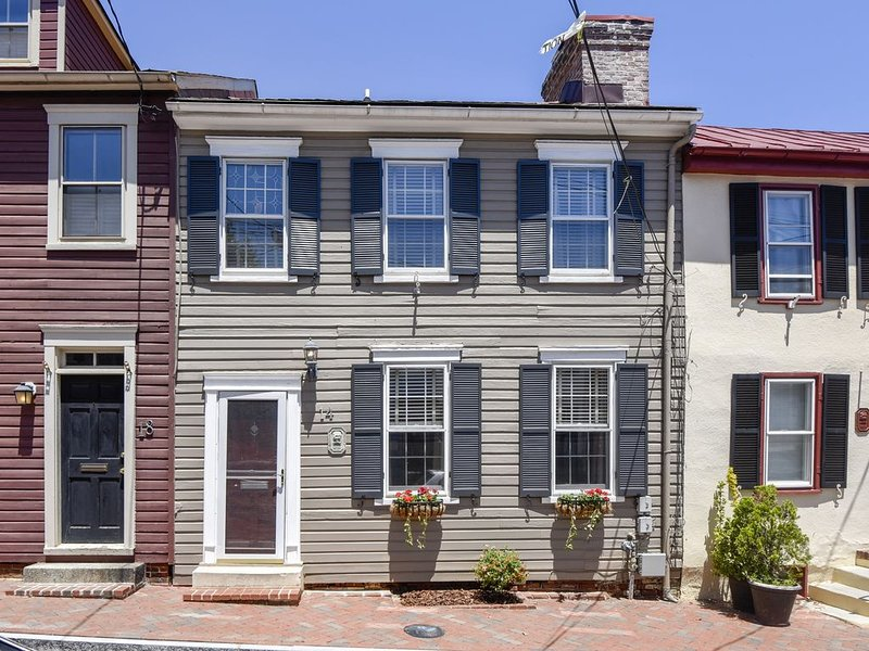 Walk Everywhere with Off-Street Parking !!!, vacation rental in Annapolis