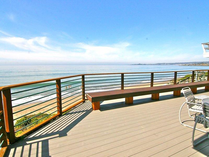 Santa Cruz *Beachfront* Vacation Rental, Ferienwohnung in Santa Cruz