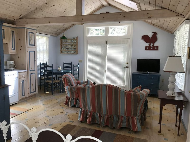 Adorable cottage on Cape Cod's  historic Rt 6A, holiday rental in Barnstable