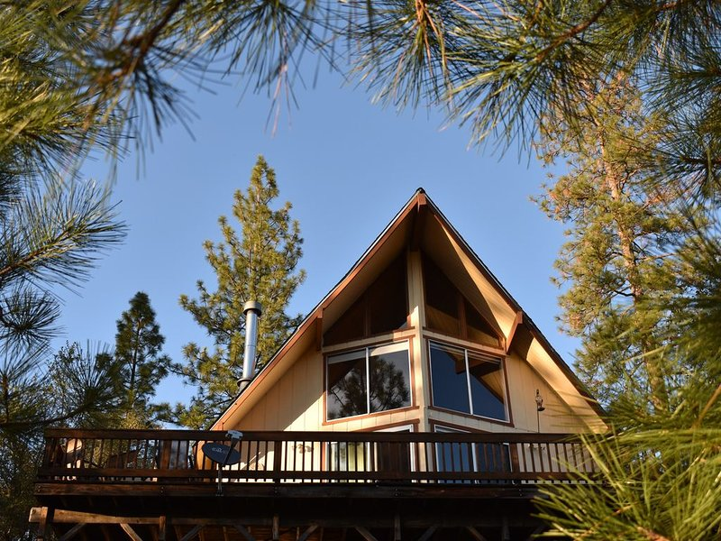 Charming Mountain View Cabin Near Yosemite and Pine Mountain Lake, vacation rental in Groveland
