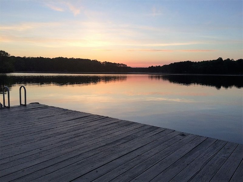 Gorgeous views on large cove just off Main Lake., holiday rental in Vaughan